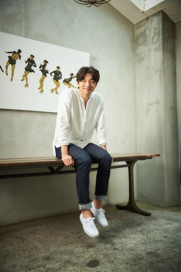 Gong Yoo đẹp rạng rỡ trên bìa tạp chí Nhật - Ảnh 2.