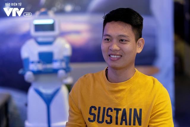 Độc đáo quán café sử dụng robot phục vụ tại Hà Nội - Ảnh 1.