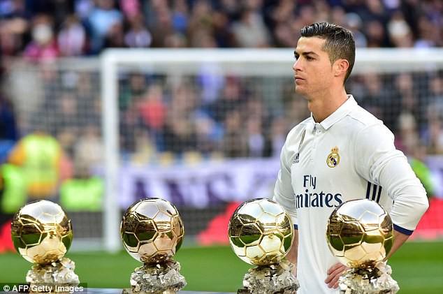Cùng lúc cán 2 kỷ lục, Ronaldo khó để tuột Quả bóng vàng FIFA - Ảnh 1.