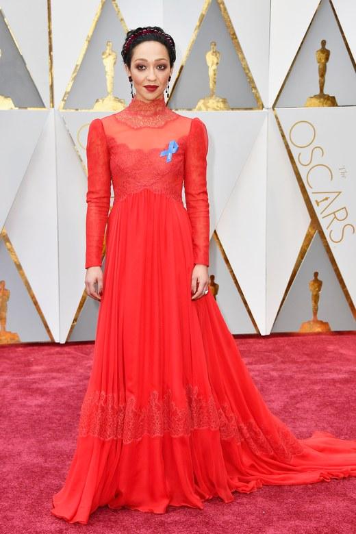 Cuộc chiến trang phục thảm đỏ tại Oscar - Ảnh 5.