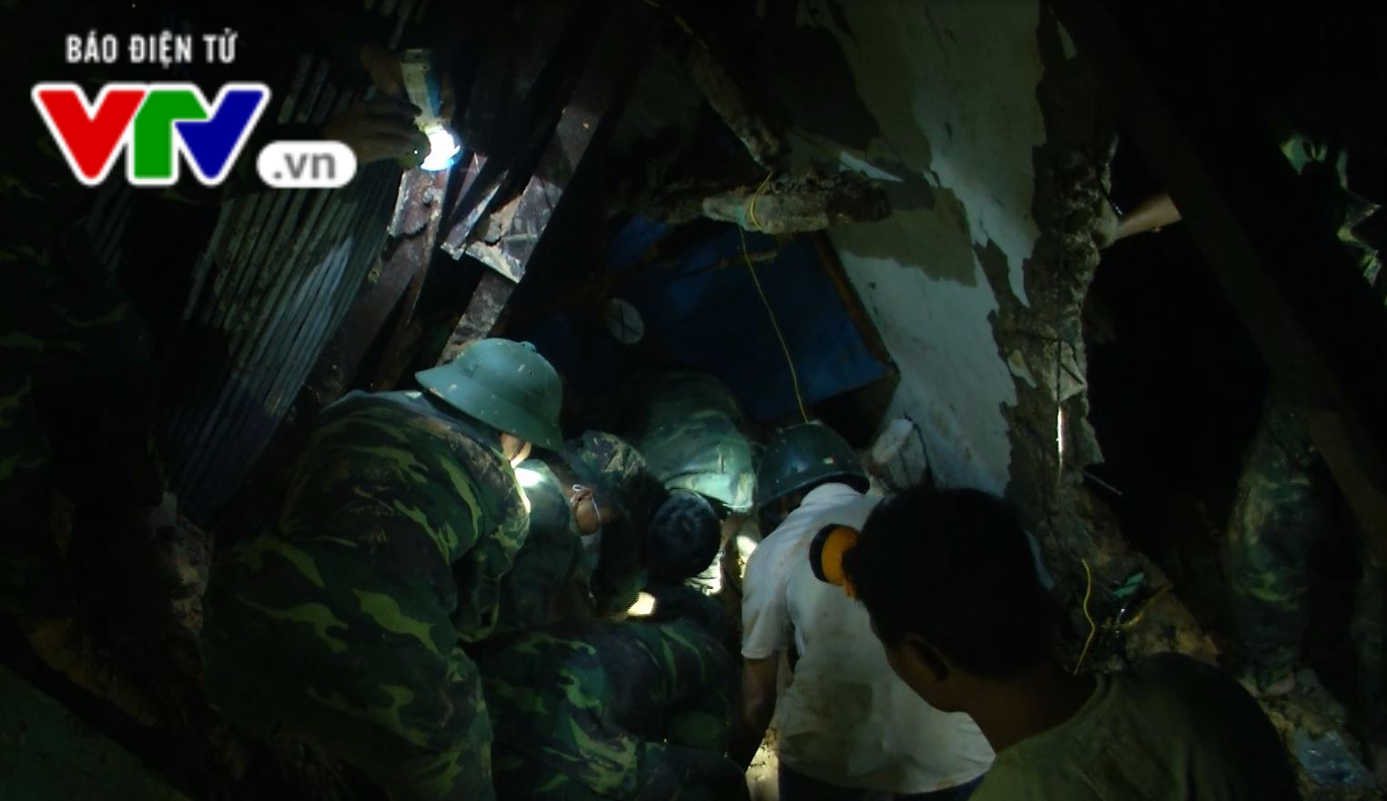 Quảng Nam: Tìm thấy thi thể 2 công nhân bị sạt lở núi vùi lấp - Ảnh 4.