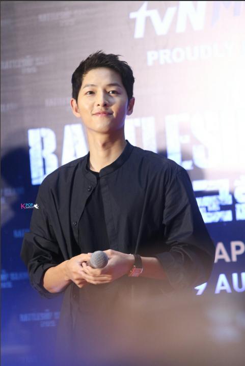 Song Joong Ki bị quây giữa biển fan ở Malaysia - Ảnh 6.