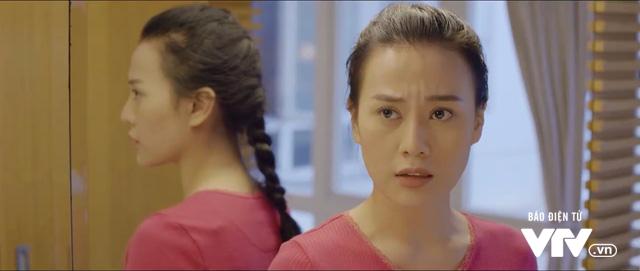 Ngược chiều nước mắt - Tập 8: Hình như Mai (Phương Oanh) phát hiện ra Châu (Trang Cherry) đong đưa chồng mình mất rồi! - Ảnh 2.