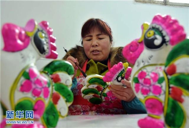 Làng nặn tượng đất sét truyền thống tại Trung Quốc - Ảnh 2.