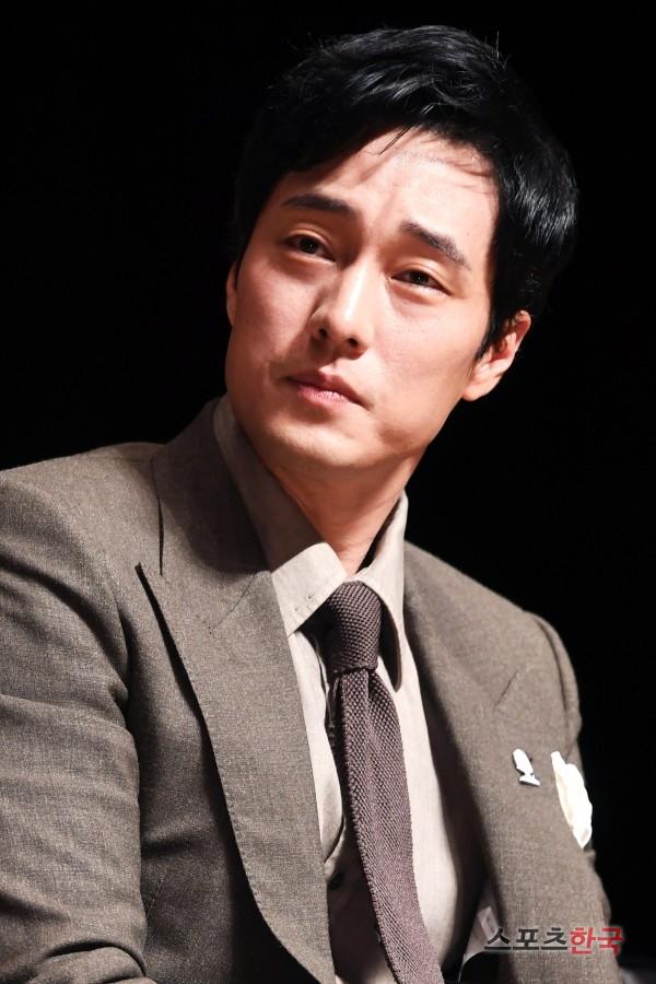 Rụng tim với màn đọ sắc khó phân định thắng thua giữa Song Joong Ki và So Ji Sub - Ảnh 10.