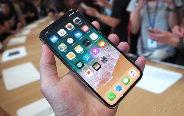iPhone X đang là cỗ máy kiếm tiền của Apple - Ảnh 2.
