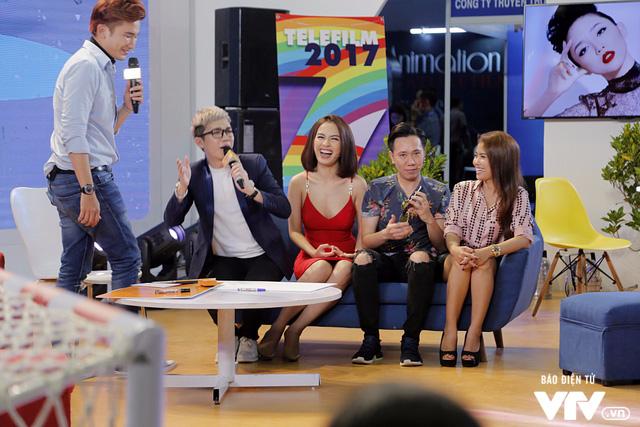 Ái Phương, Chí Thiện cười hết cỡ, chơi hết mình với khán giả tại Telefilm 2017 - Ảnh 11.