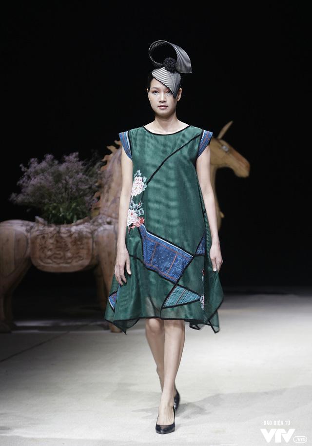Tuần lễ thời trang Xuân Hè: Vẻ đẹp thiên nhiên hòa quyện trong từng thiết kế - Ảnh 3.
