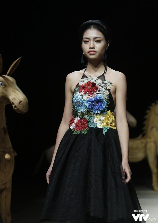 Tuần lễ thời trang Xuân Hè: Vẻ đẹp thiên nhiên hòa quyện trong từng thiết kế - Ảnh 5.