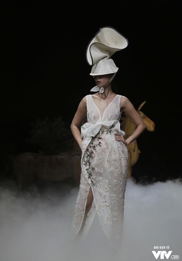 Tuần lễ thời trang Xuân Hè: Vẻ đẹp thiên nhiên hòa quyện trong từng thiết kế - Ảnh 8.