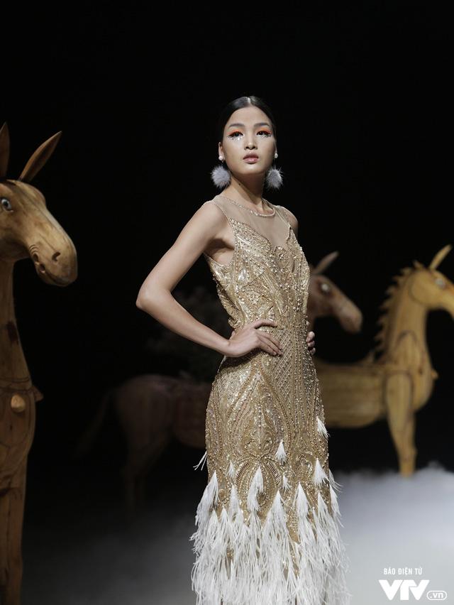 Tuần lễ thời trang Xuân Hè: Vẻ đẹp thiên nhiên hòa quyện trong từng thiết kế - Ảnh 22.