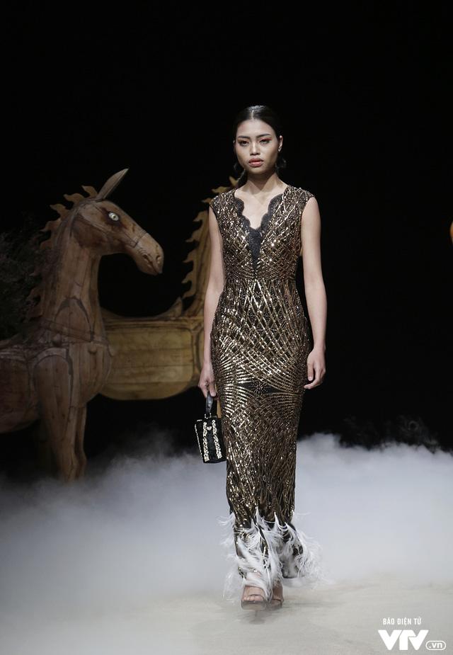 Tuần lễ thời trang Xuân Hè: Vẻ đẹp thiên nhiên hòa quyện trong từng thiết kế - Ảnh 21.