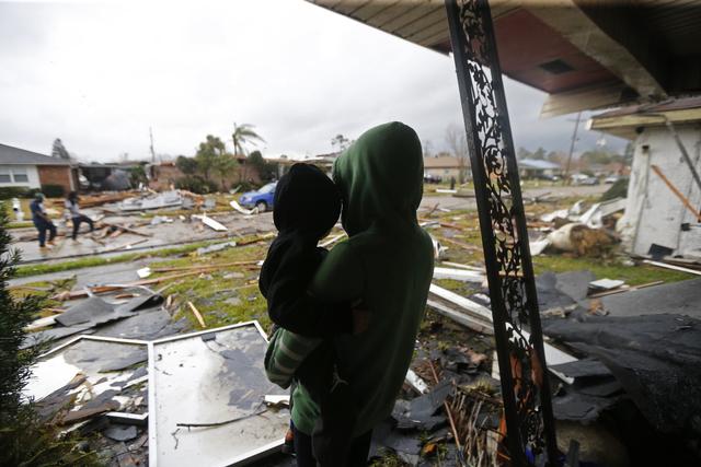 Bão kèm lốc xoáy gây thiệt hại nặng tại Mỹ - Ảnh 2.