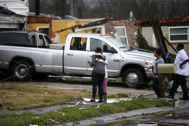 Bão kèm lốc xoáy gây thiệt hại nặng tại Mỹ - Ảnh 4.