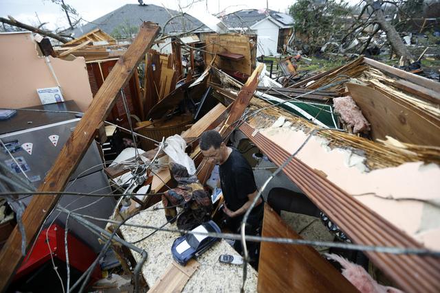 Bão kèm lốc xoáy gây thiệt hại nặng tại Mỹ - Ảnh 6.