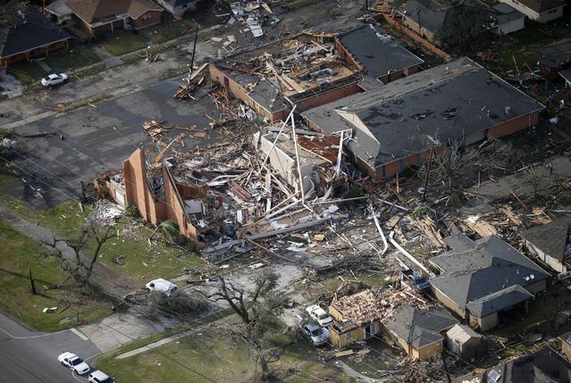 Bão kèm lốc xoáy gây thiệt hại nặng tại Mỹ - Ảnh 8.