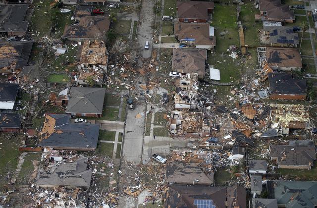 Bão kèm lốc xoáy gây thiệt hại nặng tại Mỹ - Ảnh 9.