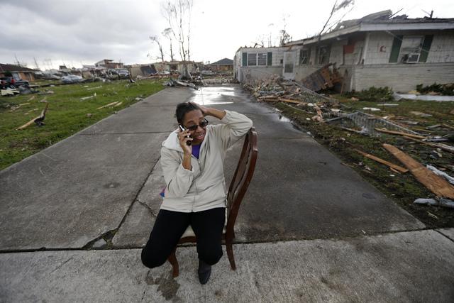Bão kèm lốc xoáy gây thiệt hại nặng tại Mỹ - Ảnh 10.