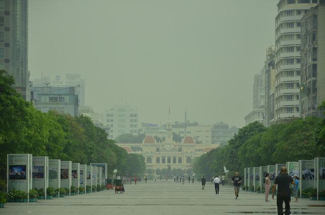Sương mù dày đặc bao phủ TP.HCM - Ảnh 6.