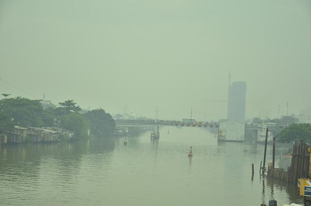 Sương mù dày đặc bao phủ TP.HCM - Ảnh 5.
