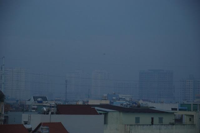 Sương mù dày đặc bao phủ TP.HCM - Ảnh 3.