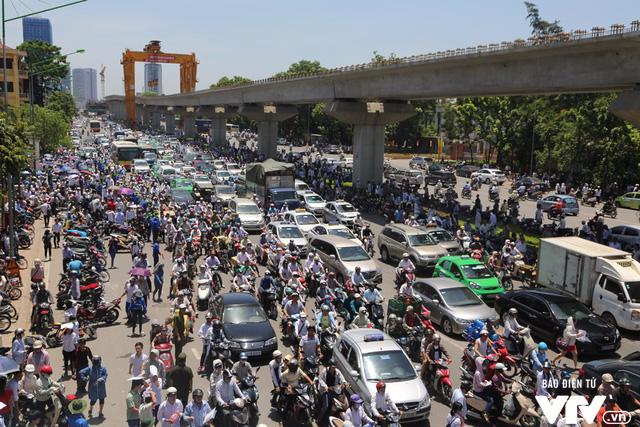 Từ năm 2030, Hà Nội dừng hoạt động xe máy: Sớm hay muộn? - Ảnh 3.