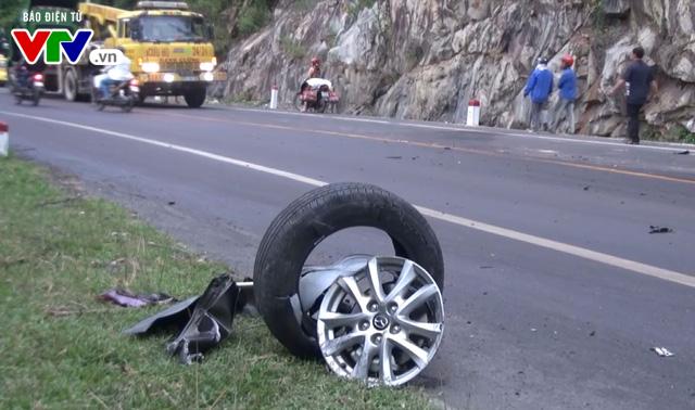 Bình Định: Tai nạn giữa xe container và ô tô, 1 người tử vong tại chỗ - Ảnh 2.