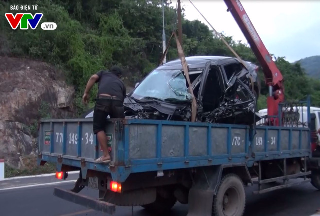 Bình Định: Tai nạn giữa xe container và ô tô, 1 người tử vong tại chỗ - Ảnh 4.