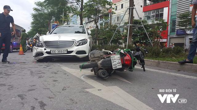 """Xe """"điên"""" gây tai nạn liên hoàn trên phố Xã Đàn - ảnh 3"""