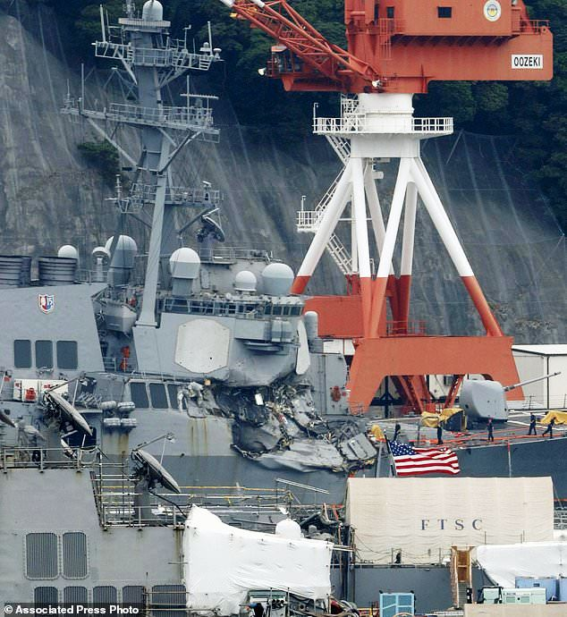 Tìm thấy thi thể các binh sĩ Mỹ trong vụ va chạm tàu khu trục - Ảnh 4.