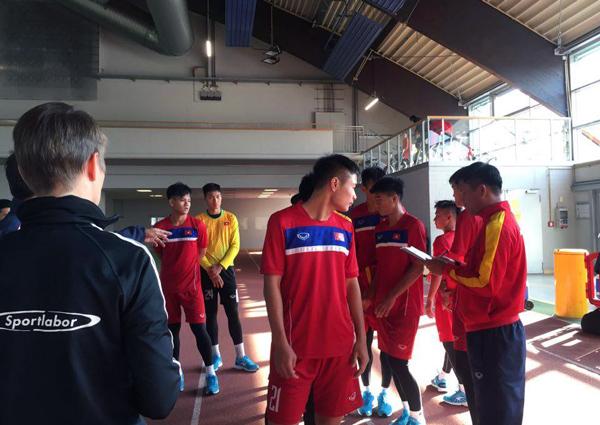Ảnh: Tuyển thủ U20 Việt Nam hoàn thành bài kiểm tra y tế tại Düsseldorf - Ảnh 5.