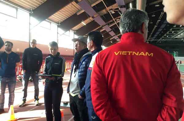 Ảnh: Tuyển thủ U20 Việt Nam hoàn thành bài kiểm tra y tế tại Düsseldorf - Ảnh 6.