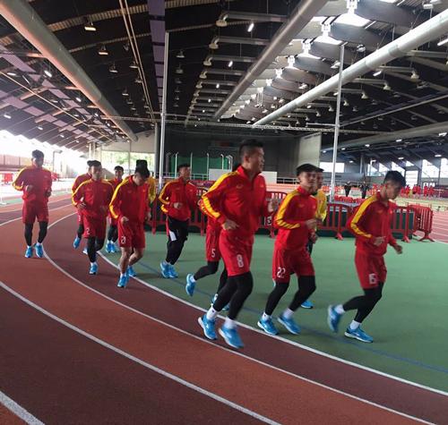 Ảnh: Tuyển thủ U20 Việt Nam hoàn thành bài kiểm tra y tế tại Düsseldorf - Ảnh 2.