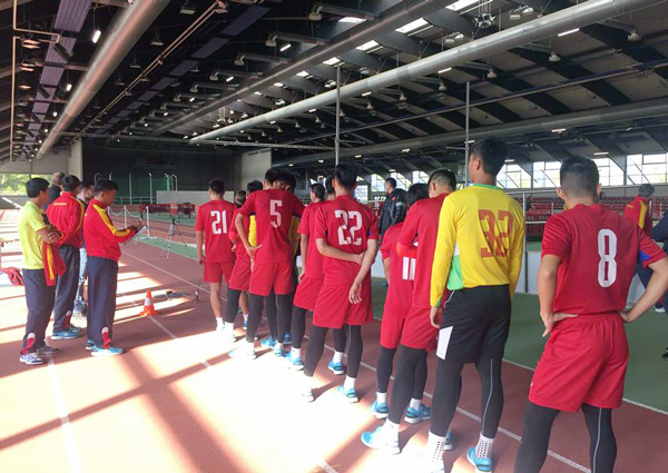 Ảnh: Tuyển thủ U20 Việt Nam hoàn thành bài kiểm tra y tế tại Düsseldorf - Ảnh 4.