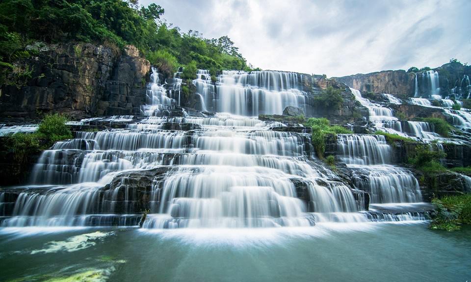 Chiêm ngưỡng vẻ đẹp mạnh mẽ mà quyến rũ của thác Pongour
