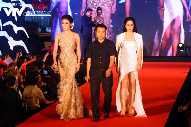 Dàn sao Việt đội mưa tới thảm đỏ Liên hoan phim Việt Nam lần thứ 20 - Ảnh 9.