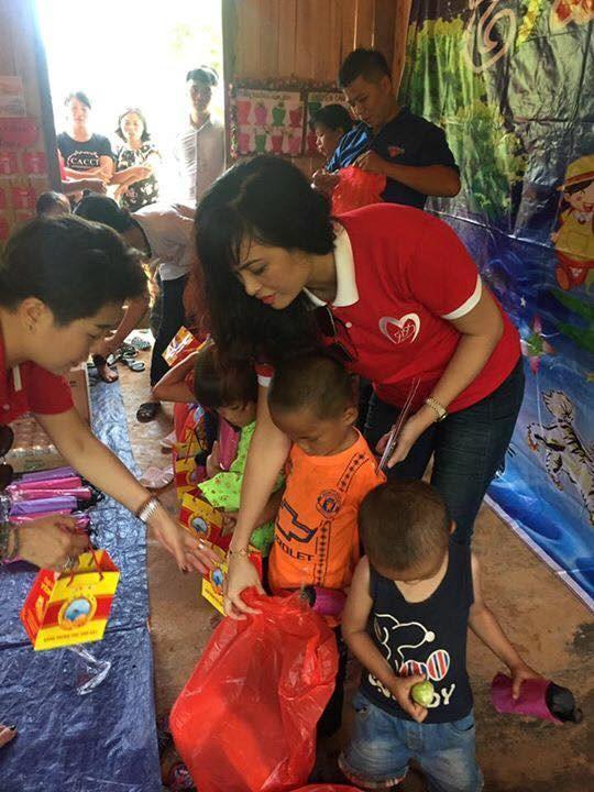 Mang Trung thu yêu thương đến với học sinh nghèo Lào Cai - Ảnh 3.