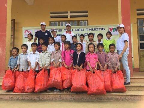 Mang Trung thu yêu thương đến với học sinh nghèo Lào Cai - Ảnh 8.