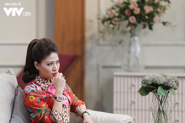 BTV Ngọc Trinh khoe vẻ đẹp ngọt ngào và sắc sảo - Ảnh 8.