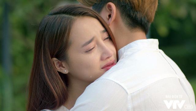 Tuổi thanh xuân 2 - Tập 36: Lưu luyến không rời, Linh và Junsu chia tay đầy nước mắt - Ảnh 1.