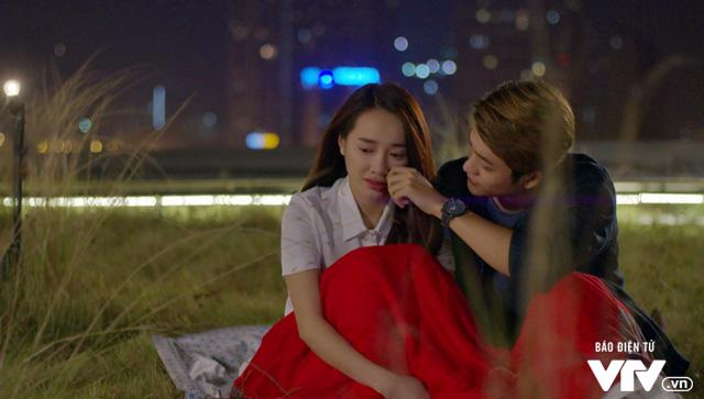 Tuổi thanh xuân 2 - Tập 36: Lưu luyến không rời, Linh và Junsu chia tay đầy nước mắt - Ảnh 16.