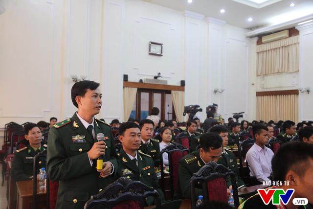 Tuyên dương 60 chiến sĩ bộ đội biên phòng có nhiều đóng góp cho sự nghiệp giáo dục - Ảnh 2.