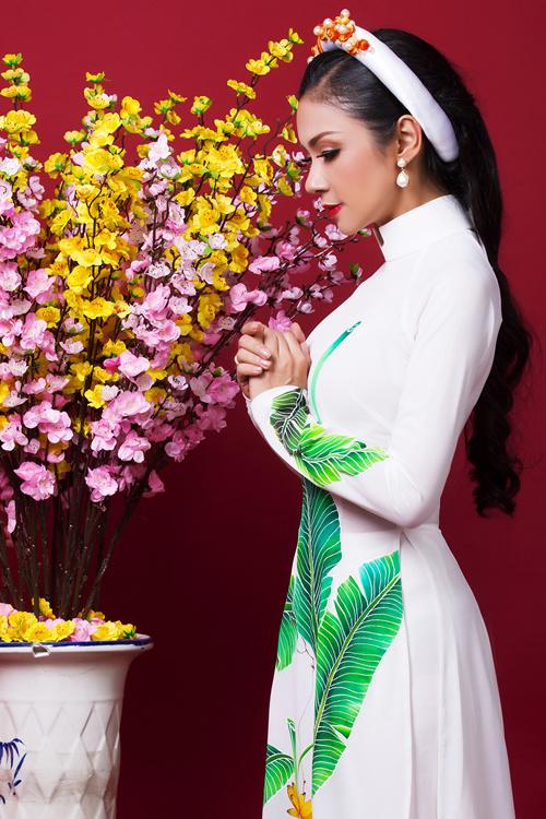 Ngắm bộ ảnh xuân của người đẹp không tuổi Việt Trinh - Ảnh 1.