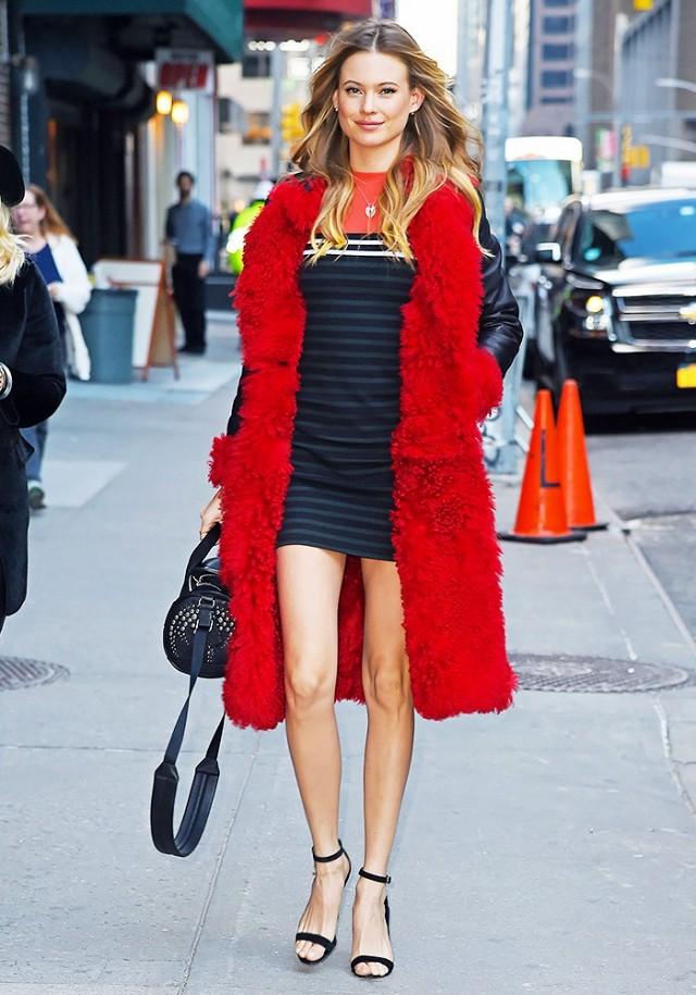 Gam màu đỏ nổi bật cho trang phục ngày Tết - Ảnh 11.