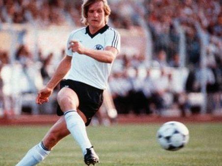 10 danh thủ không bao giờ được tham dự World Cup - Ảnh 5.