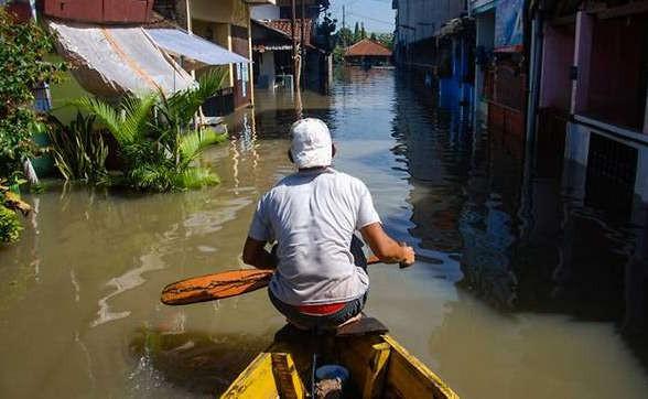Bão nhiệt đới đổ bộ vào Indonesia, ít nhất 19 người thiệt mạng - Ảnh 3.