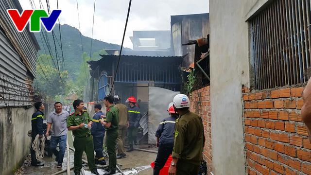Cháy nhà tại Nha Trang, 2 người thương vong - Ảnh 1.