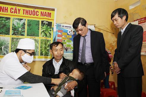 Trạm y tế xã cứu sống trẻ bị sốc phản vệ sau tiêm vaccine - Ảnh 1.