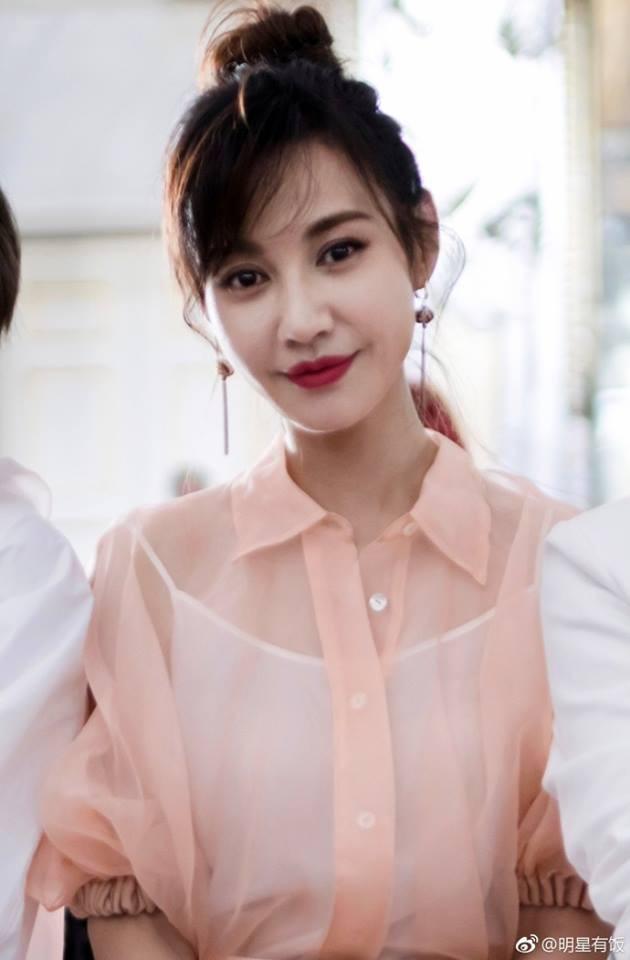 Người đẹp Dương Tuyết bất ngờ tái xuất tại Tuần lễ thời trang Milan - Ảnh 1.