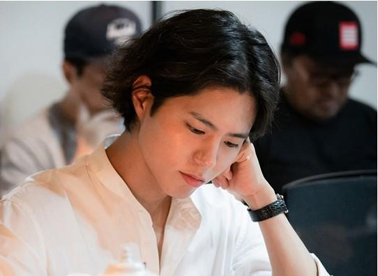Hậu trường buổi đọc kịch bản của Song Hye Kyo và Park Bo Gum - Ảnh 1.